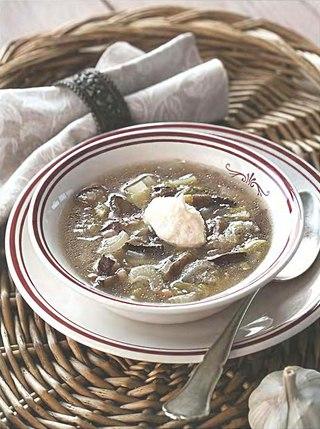 Фото рецепта: Суп из лесных грибов с острой сливочной заправкой