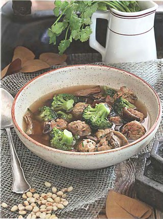 Фото рецепта: Грибной суп со свиными фрикадельками