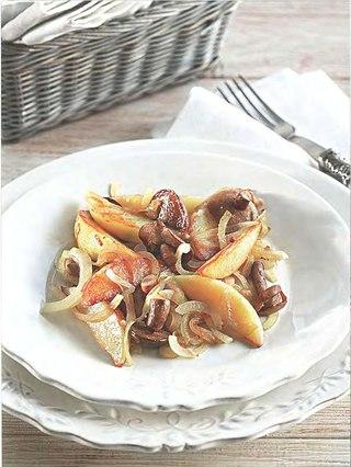 Фото рецепта: Маслята, запеченные с картофелем, чесноком и луком