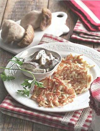 Фото рецепта: Драники с соусом из белых грибов