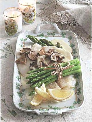 Фото рецепта: Палтус с грибами и спаржей