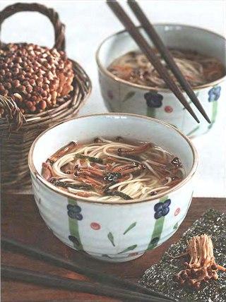 Фото рецепта: Суп с грибами эноки и лапшой