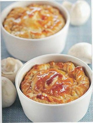 Фото рецепта: Мини-пироги из камамбера с грибами