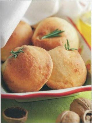 Фото рецепта: Пирожки-кальцоне с сыром и орехами