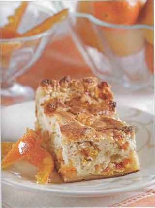 Фото рецепта: Открытый слоеный пирог с творогом и цукатами