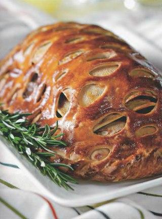 Фото рецепта: Кулебяка со сложной мясной начинкой