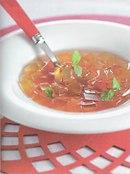 Фото рецепта: Клубничный суп с желе из шампанского