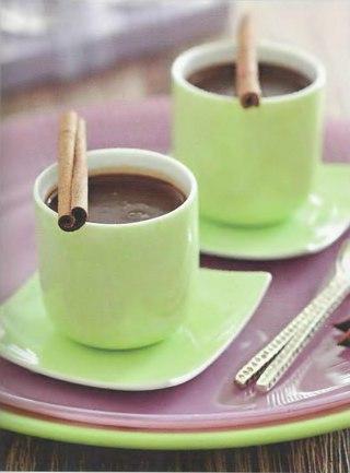 Фото рецепта: Пряный горячий шоколад с ароматом лаванды