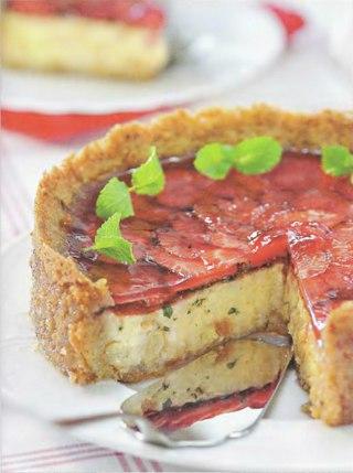 Фото рецепта: Рисовый торт с клубникой