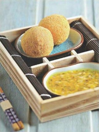 Фото рецепта: Жареное мороженое с соусом из маракуйи