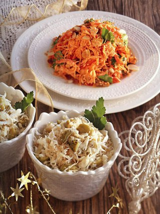 Фото рецепта: Два вегетарианских новогодних салата из тертой моркови и сельдерея