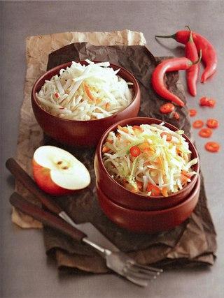 Фото рецепта: Вегетарианские капустные салаты