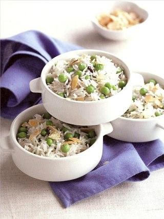 Фото рецепта: Плов с зеленым горошком и миндалем