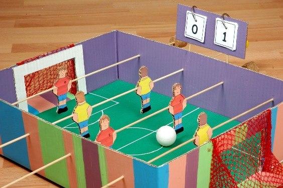 Настольные футбол своими руками