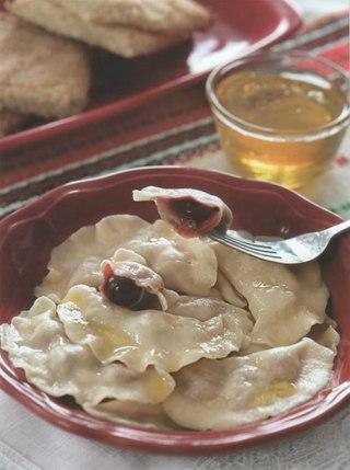 Фото рецепта: Паровые вареники с вишней