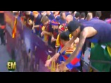 ● NJR 11 | Barcelona star Neymar gets thrown a Big Mac after blowing a kiss to a fan at parade