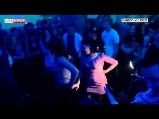 Полиция проверит клуб Красноярска, где девушки раздевались ради IPhone