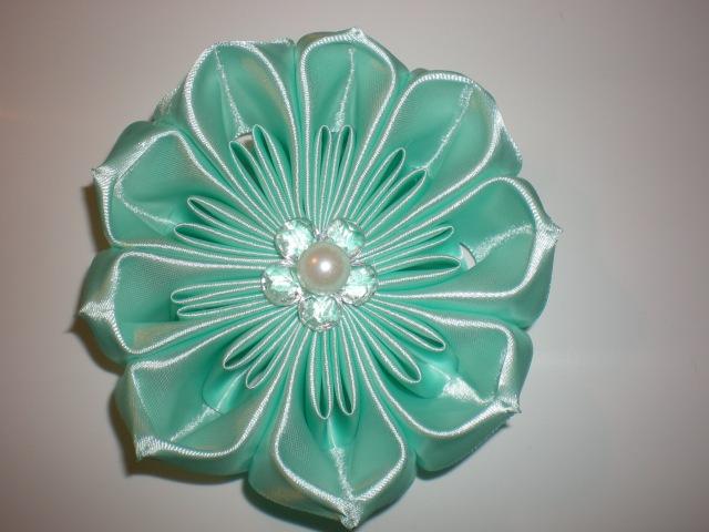 Объемный цветок своими руками. Видео мастер- класс. /Ribbon Flower