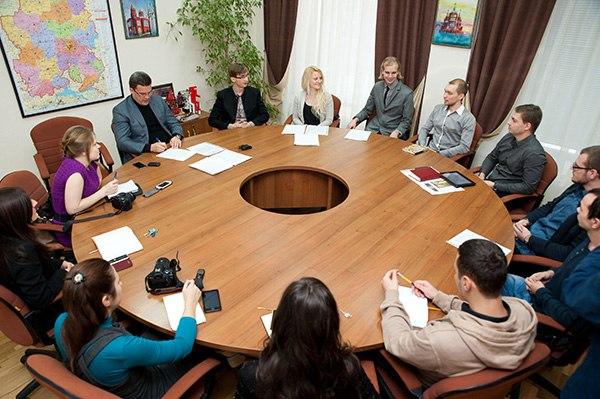 Денис Агашин на совещании