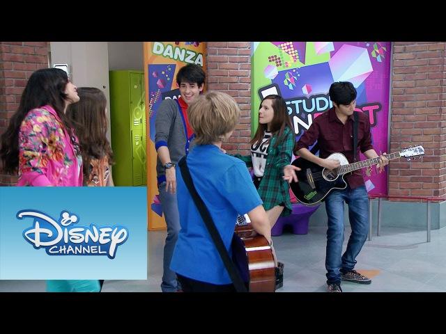 Varios de los chicos interpretan On Beat | Momento Musical | Violetta