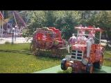 Сеня катается на тракторе
