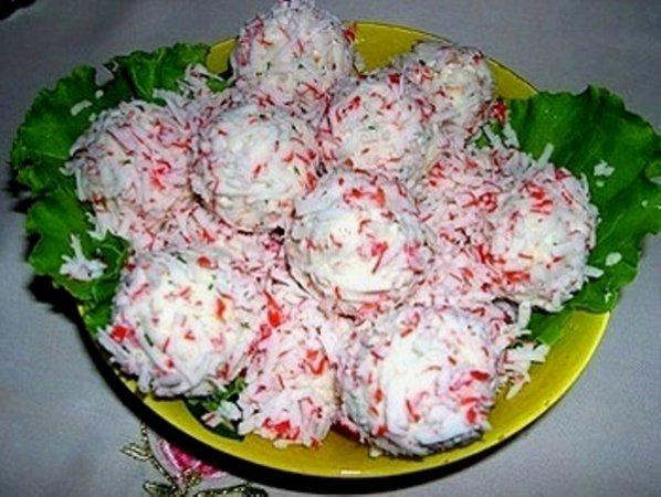 Рафаэлло из крабовых палочек и сыра рецепт