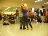 Удивительно прекрасный танец красивой попы (Kizomba)