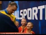 Дети встречают легенд футбола со слезами счастья (видео)