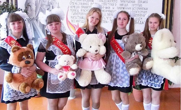 The Village подсмотрел, как прошел последний звонок в Москве, Санкт-Петербурге и других городах России
