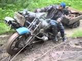 Случай на дороге #Полноприводный тяжелый мотоцикл УРАЛ в грязи буксует по жуткому бездорожью!
