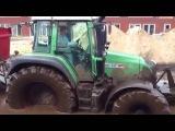 Видеорегистратор 2015 # Мощный трактор с прицепом катается в грязи по водному бездорожью!!