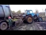 Случай на дороге #Грузовик Камаз против мощного трактора МТЗ Перетягивание!
