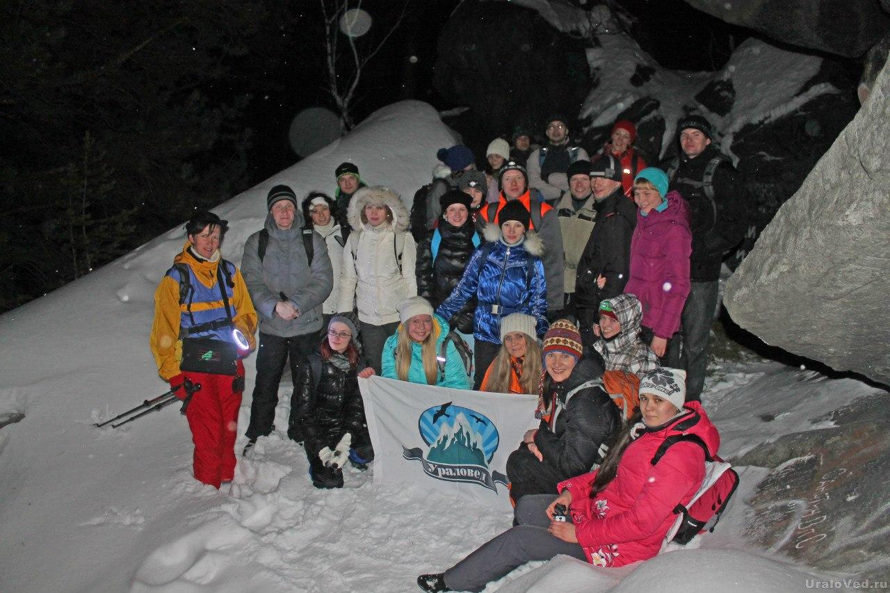 Участники ночного похода на Северский каменных палатках
