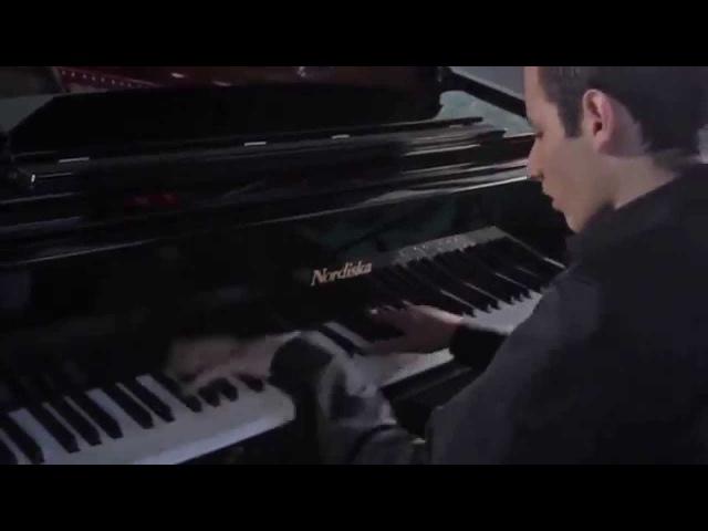 Парень играет на пианино песню Майкла Джексона как Бог! СМОТРЕТЬ ВСЕМ!