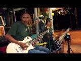Тайская песня в баре города Трат, Тайланд