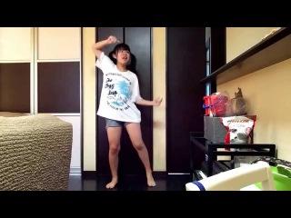 Японочка танцует [変顔気味に]君じゃなきゃダメみたい 踊ってみた[もこもっさん]