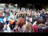 ВВ з нацгвардійцями співають гімн в Ужгороді