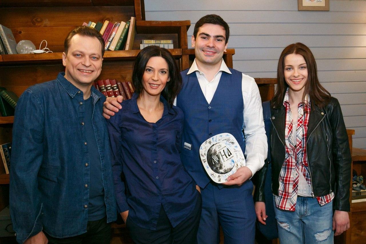 Лидия Вележева с коллегами по сериалу Луна
