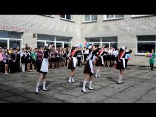 Танец на последний звонок в исполнении 11 класса