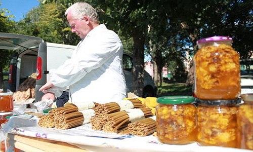 В Армянске подошла к концу медовая ярмарка