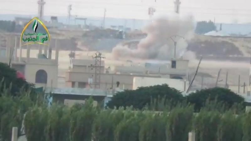 Подбитый танк САА боевиками Центрального оперативного штаба в г. Даръа у села Хубейб