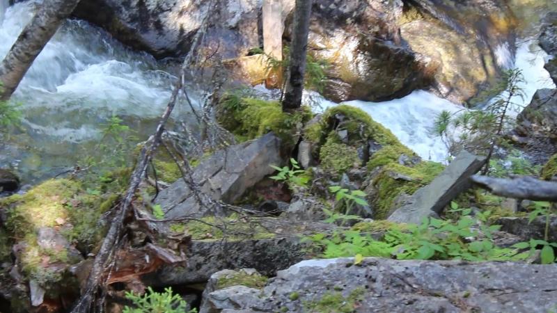 Река Жигалан очень короткая, всего 8 километров. Она берет начало из снежников на хребте Кваркуш и впадает в реку Улс, которая