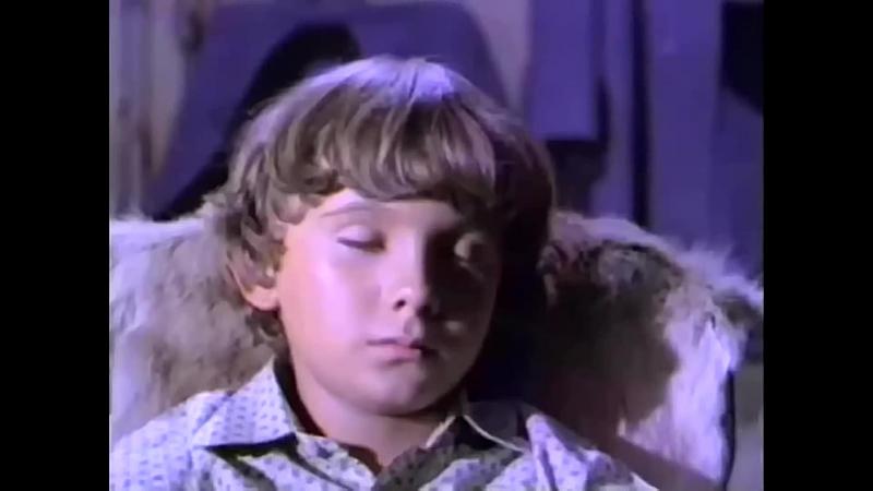 Из мальчика пытаются изгнать дух его брата (Отрывок из фильма Странный сын шерифа)