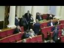 Озброєну сцявченко виводять з зали ВР