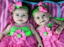 Девочка первый раз увидела коляску с близняшками, с таким восторгом