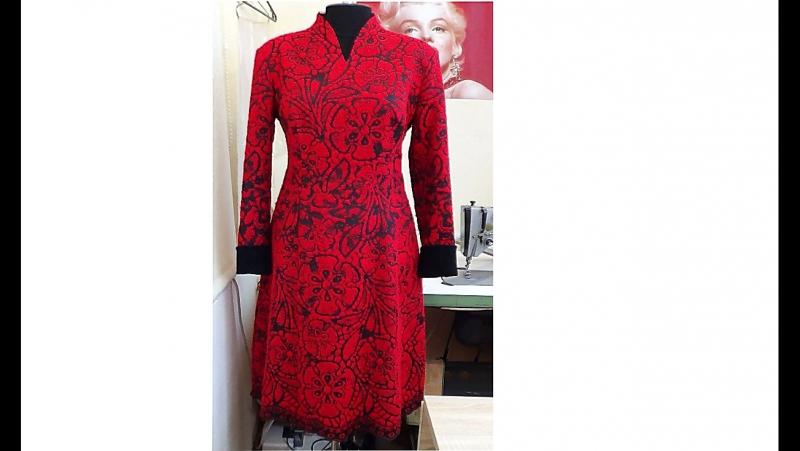 Шерстяное платье с манжетами из натуральной замши, отделкой металлическими замками-молния и изящным низом