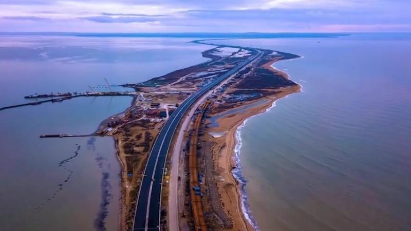 Французы высмеяли панику Украины и США по поводу строительства Крымского моста