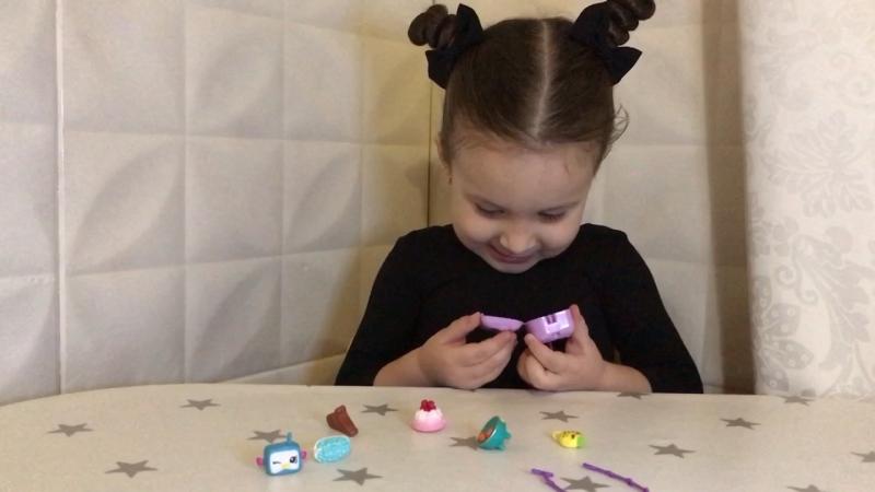 Получила за успешную тренировку наклейку и игровой набор ШОПКИНС Moose браслет и подвеска. 5