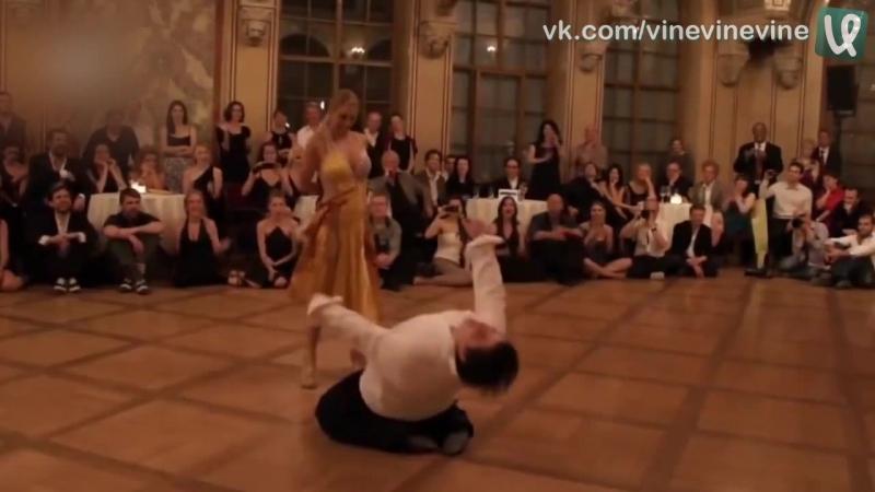 Толстяк хорошо танцует