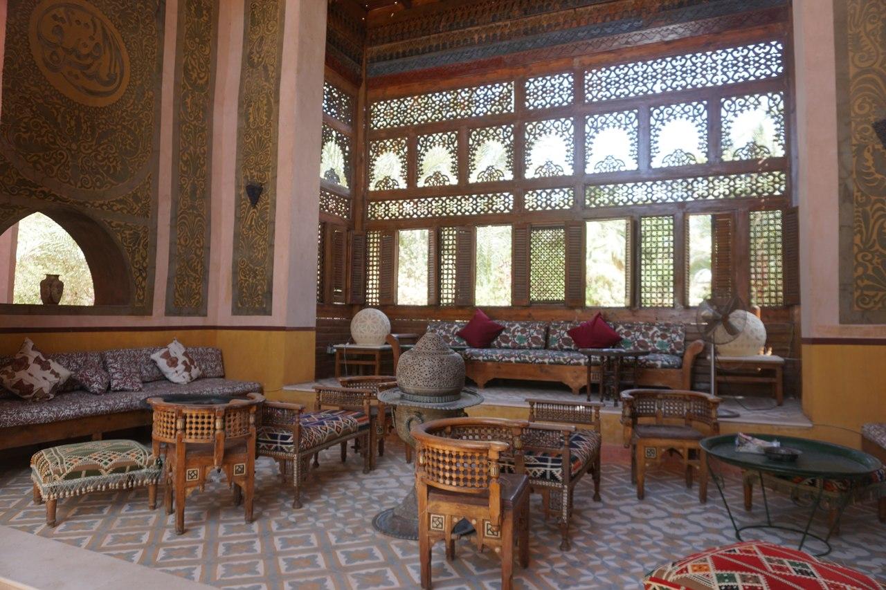 Сказочный дворец на берегу Нила